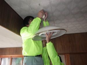ボランティア活動(灯具類の清掃)